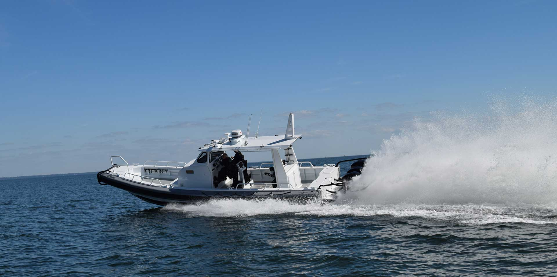 Silver Ships Ambar Series AM 1200 making wake in ocean